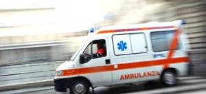 ambulanza in corsa di giorno