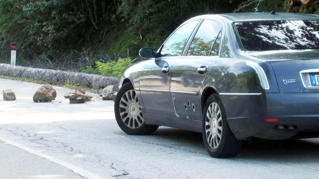 Foto dell'auto di Giuseppe Antoci crivellata dai colpi - Provincia di Messina