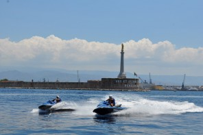 Messina: la Polizia di Stato munita di moto d'acqua per sorvegliare il litorale