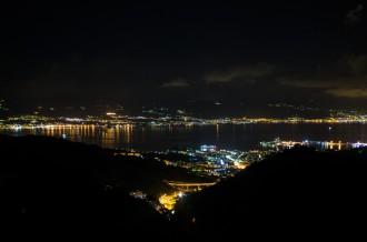Foto della città di Messina, in notturna da Dinnammare