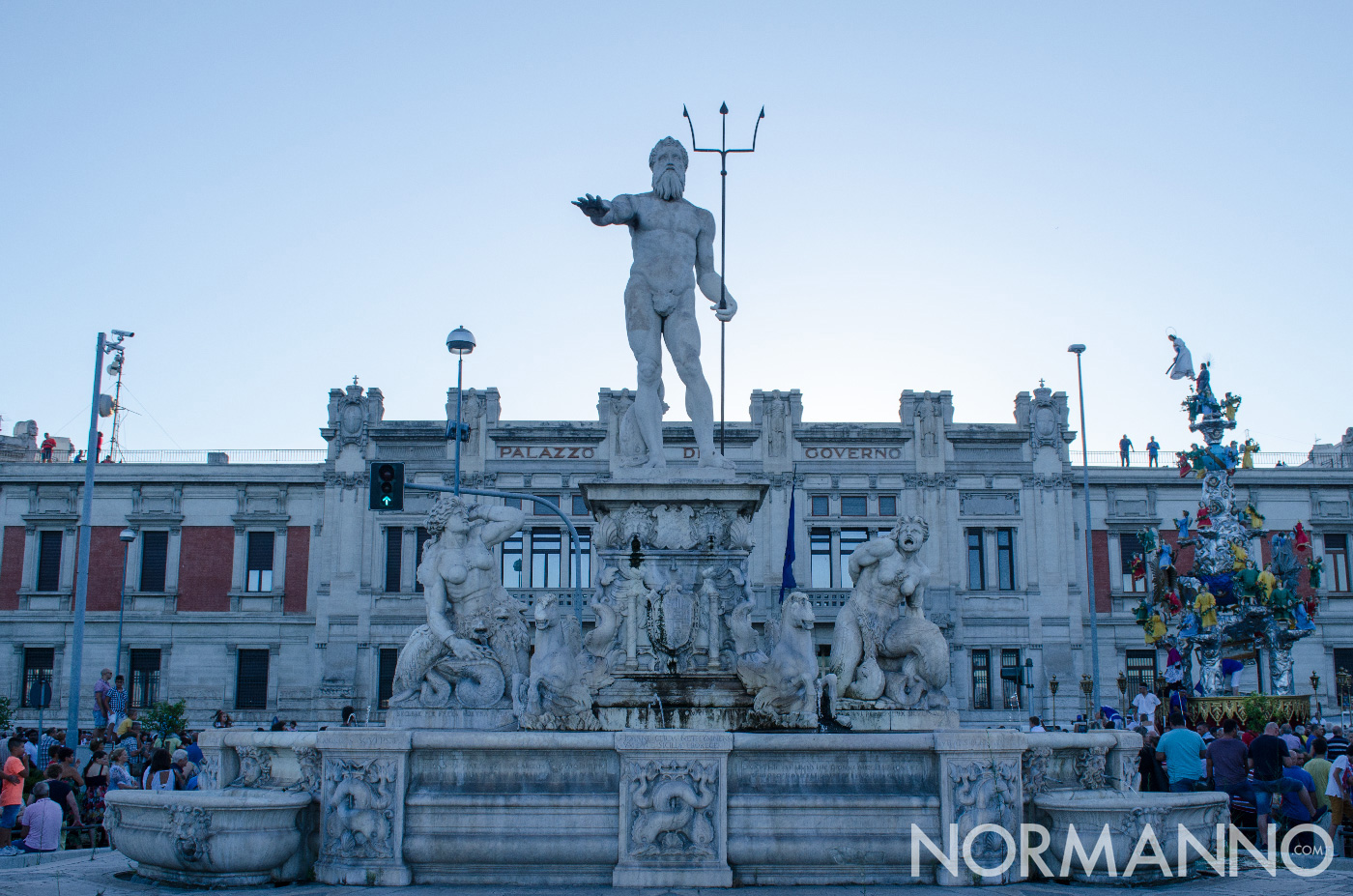 Fermata della Vara di fronte la Prefettura - Statua del Nettuno - Messina