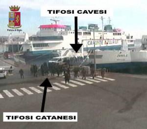 Foto degli scontri tra le tifoserie del Catania e della Cavese