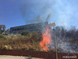 Foto fiamme 01 - Incendio dipartimento di Ingegneria - Messina