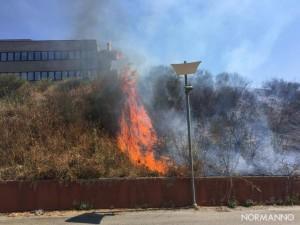Foto fiamme 02 - Incendio dipartimento di Ingegneria - Messina