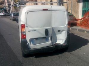 Foto 03 Furgoncino - Incidente sul viale della Liberta - Messina