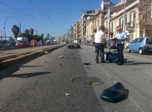 Foto 04 Vigili e Scooter - Incidente sul viale della Liberta - Messina