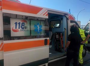 Foto 05 Ambulanza - Incidente sul viale della Liberta - Messina