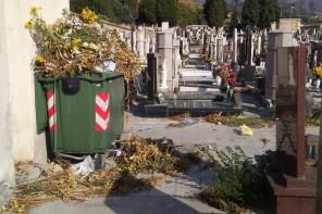 Cimitero di Santa Margherita nel degrado: i residenti chiedono l'intervento del Comune