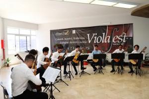 Foto di musicisti che suonano nei locali del Conservatorio A. Corelli di Messina