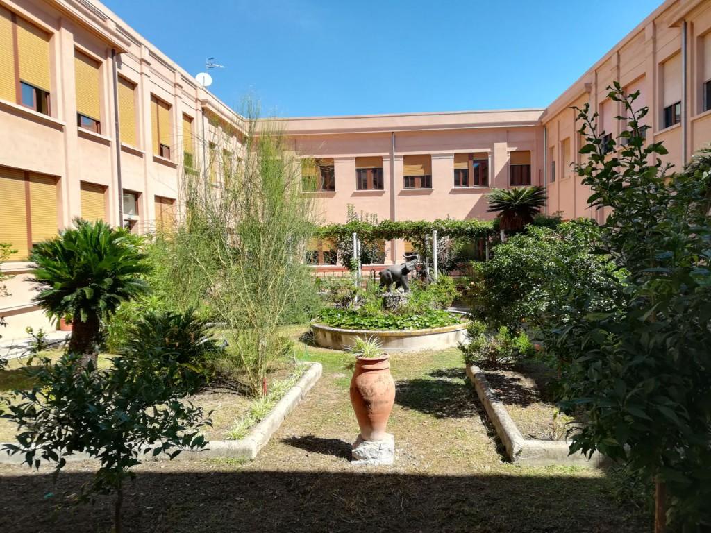 cortile interno, fontana, liceo classico Maurolico