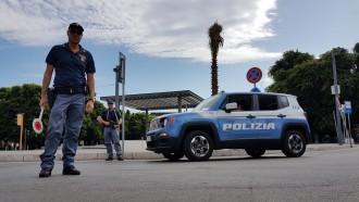 Schieramento della Polizia a Piazza Cairoli