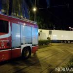 Foto Tir a piazza Cairoli con camionetta dei Vigili del Fuoco