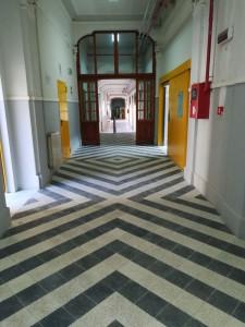 foto della pavimentazione del liceo maurolico
