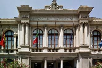 Foto frontale del Palazzo della Provincia di Messina, oggi Città Metropolitana