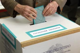 Foto di urna e scheda elettorale per elezioni regionali