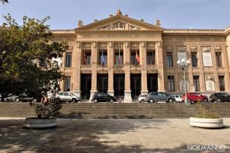 Foto frontale del Municipio di Messina