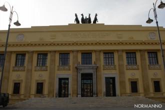 Foto frontale del Palazzo di Giustizia, Tribunale di Messina