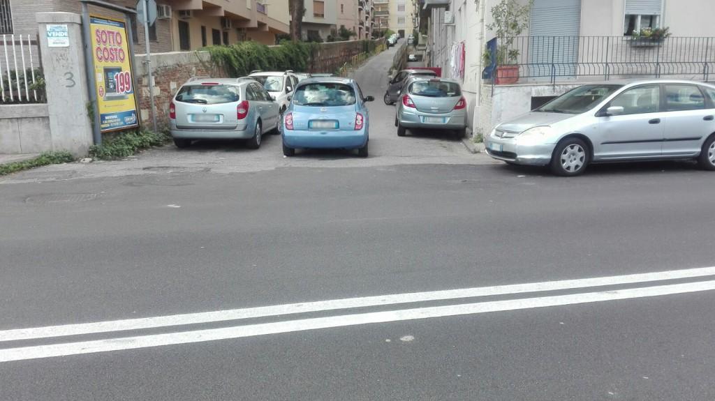 Foto della segnaletica orizzontale a Paradiso - Messina