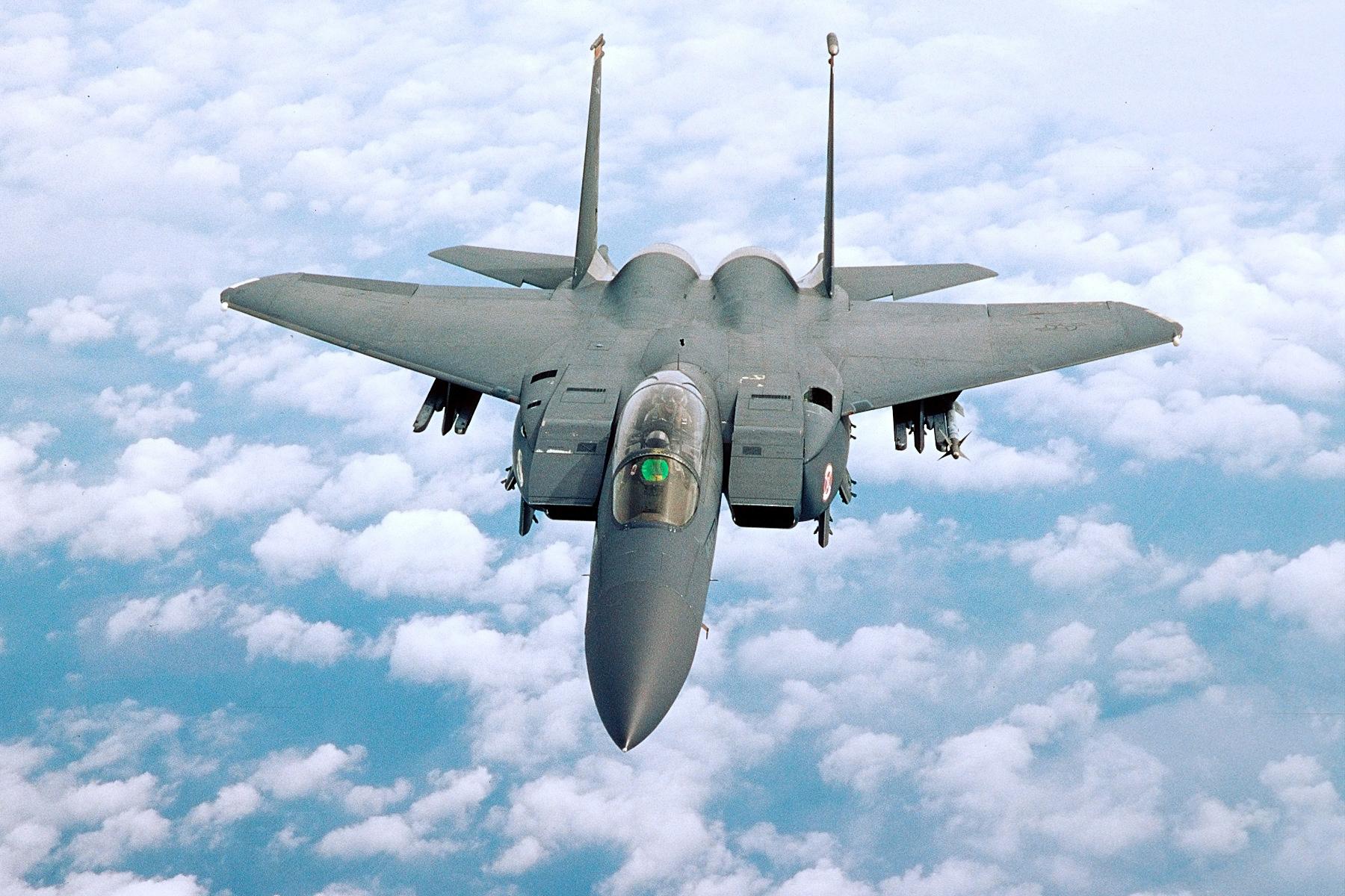 Foto di un caccia in volo