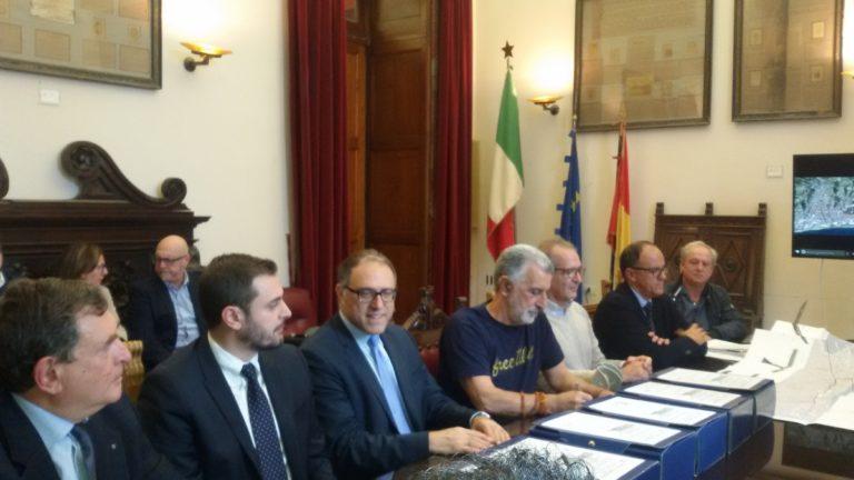 firma contratto nuova via Don Blasco - Palazzo Zanca, Messina