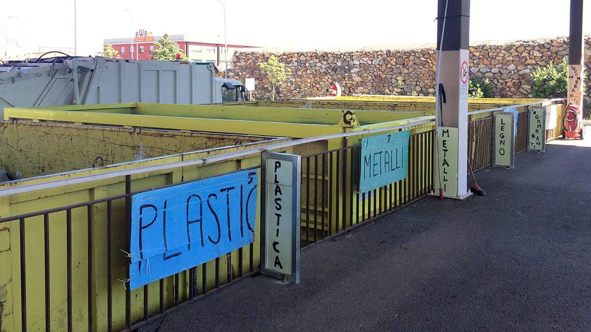 container dell'isola ecologica di pistunina - messina