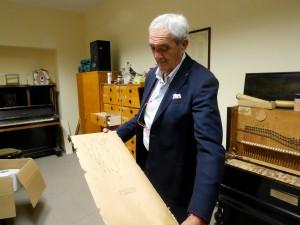 maestro beppe santamaria nel laboratorio di restauro pianoforti del conservatorio corelli - messina
