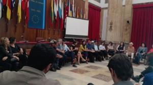 foto dell'incontro nel salone delle bandiere tra l'assessore santisi e 7 fondazioni di comunità