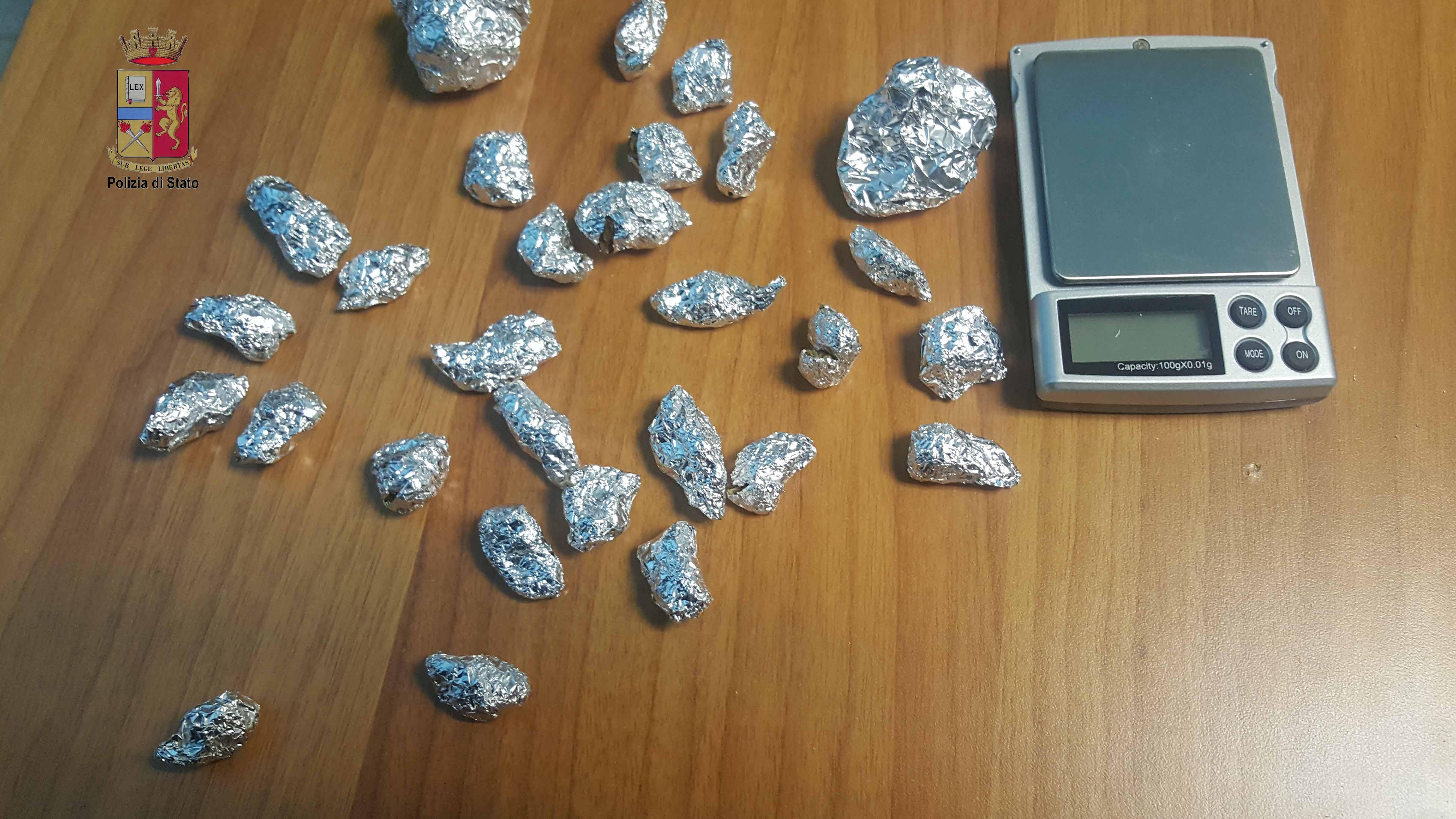 Foto del materiale sequestrato a Carmelo Sgrò dalla Polizia