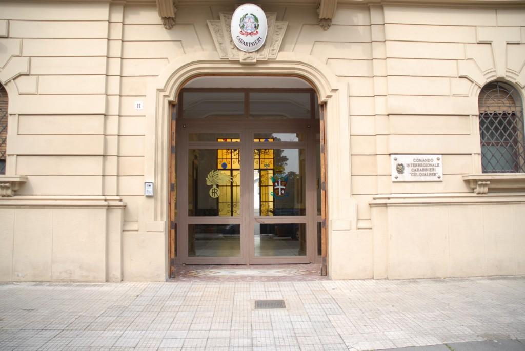 Foto dell'ingresso della caserma Bonsignore