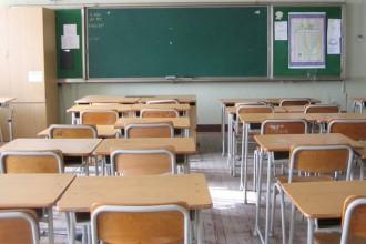 Foto dei banchi di un'aula - scuole