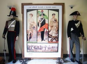 Foto dei cimeli esposti alla mostra dell'arma