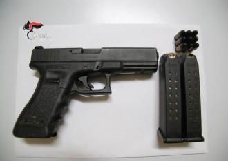 Foto arma in sequestro