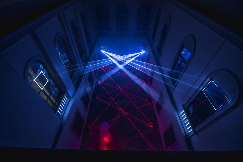 Foto 02 Laser Symphony Messina - Vista cortile dall'alto