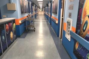 Nuovo look per il reparto di Chirurgia Pediatrica del Policlinico: sale e corridoi trasformati in galassie