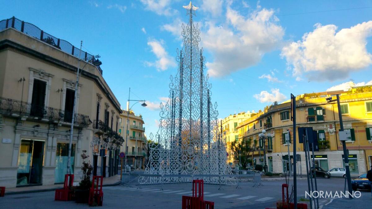 Foto dell'albero di Natale a Piazza Cairoli - Messina