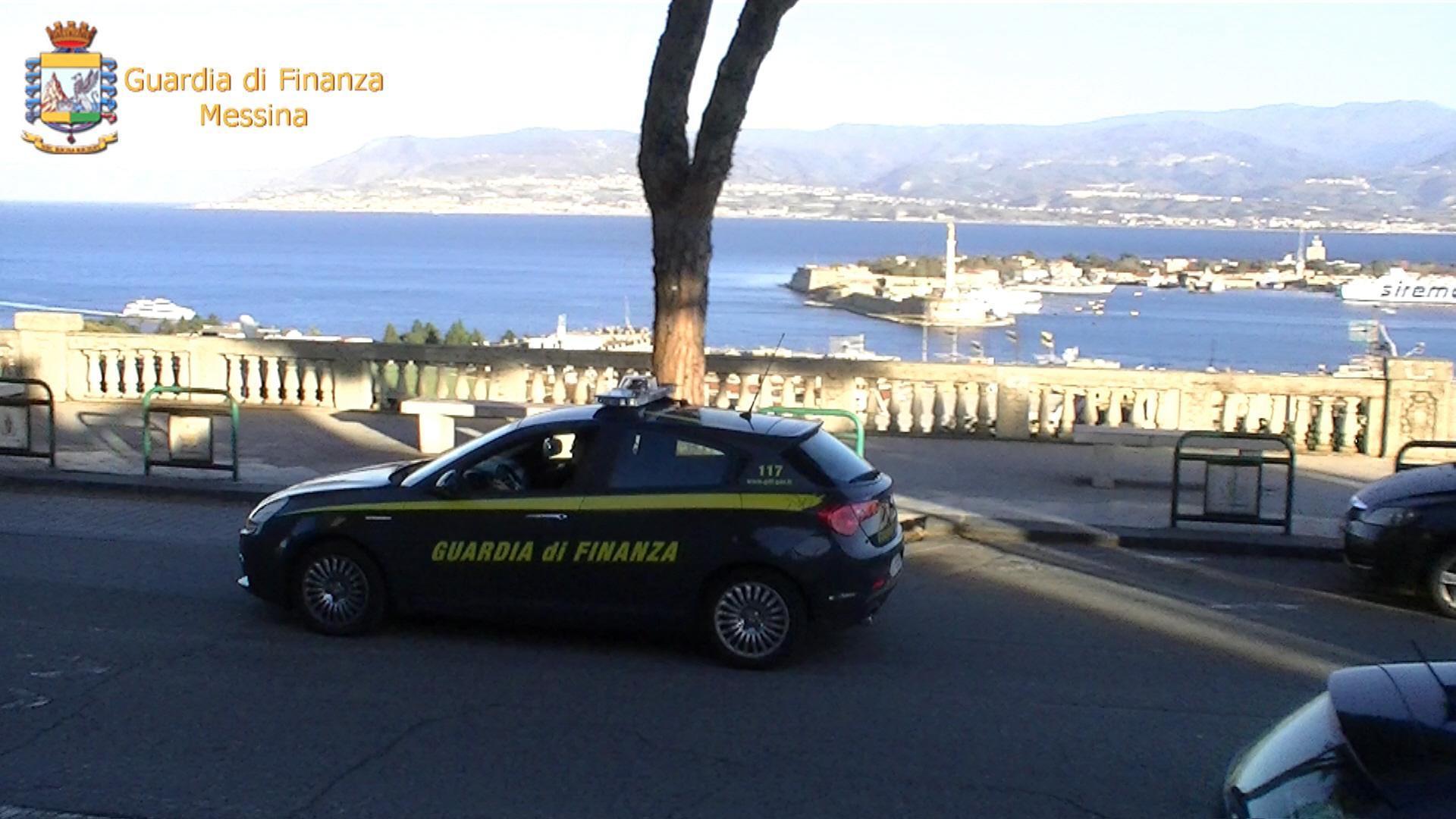 Foto di un'auto della guardia di finanza