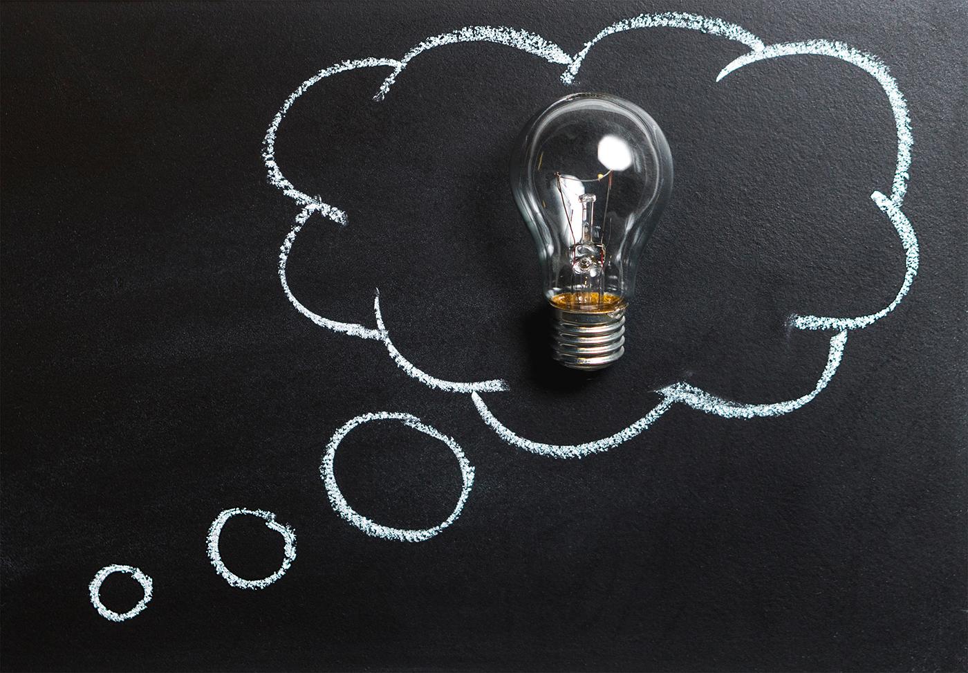 idee, creatività, innovazione, lampadina