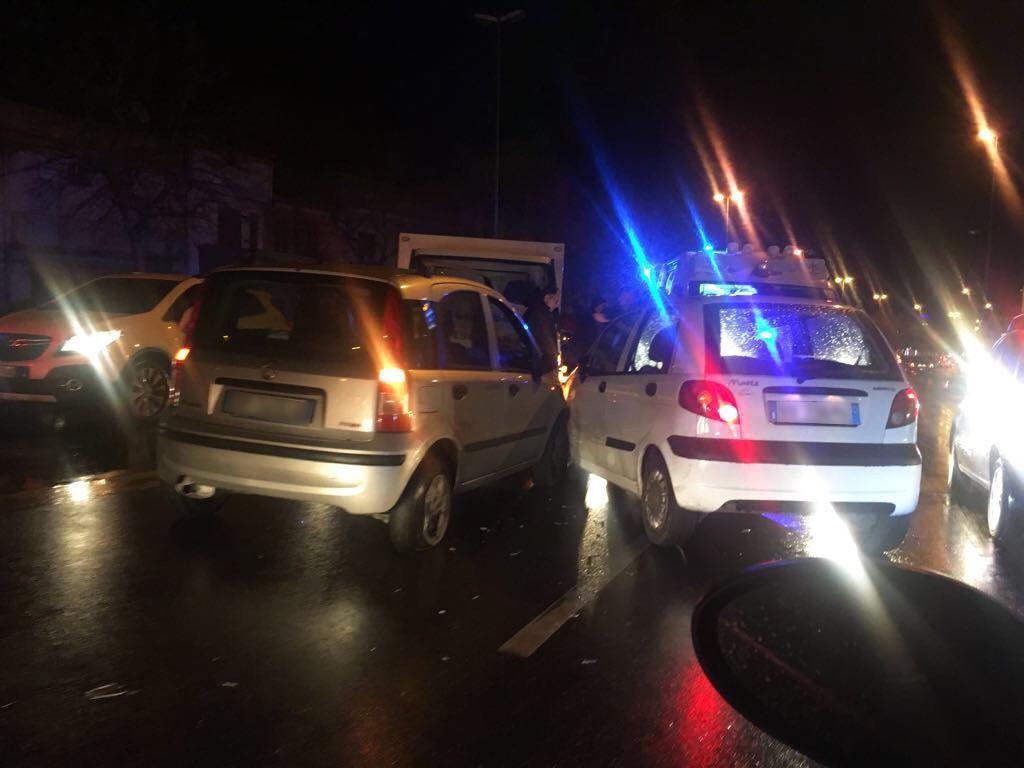 Foto incidente viale Europa, tre veicoli