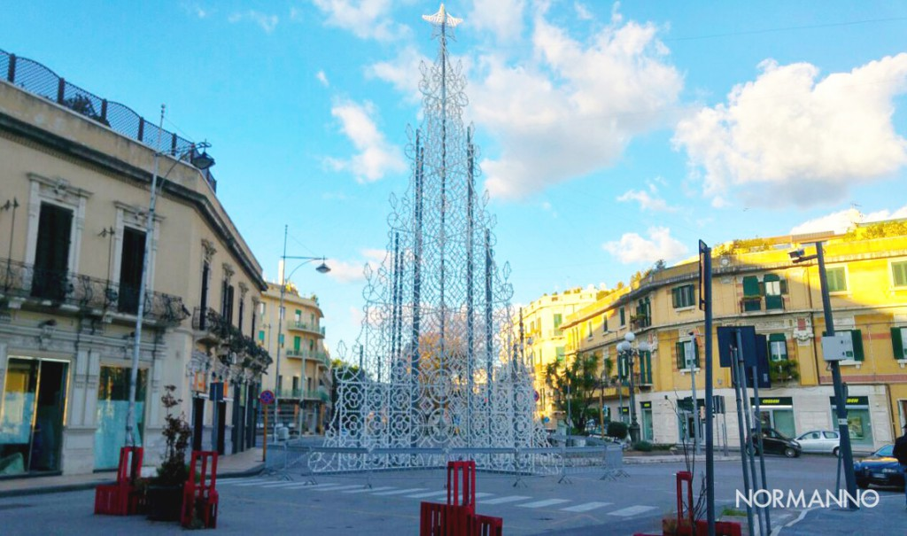Foto albero di Natale a Piazza Cairoli - Messina 2017