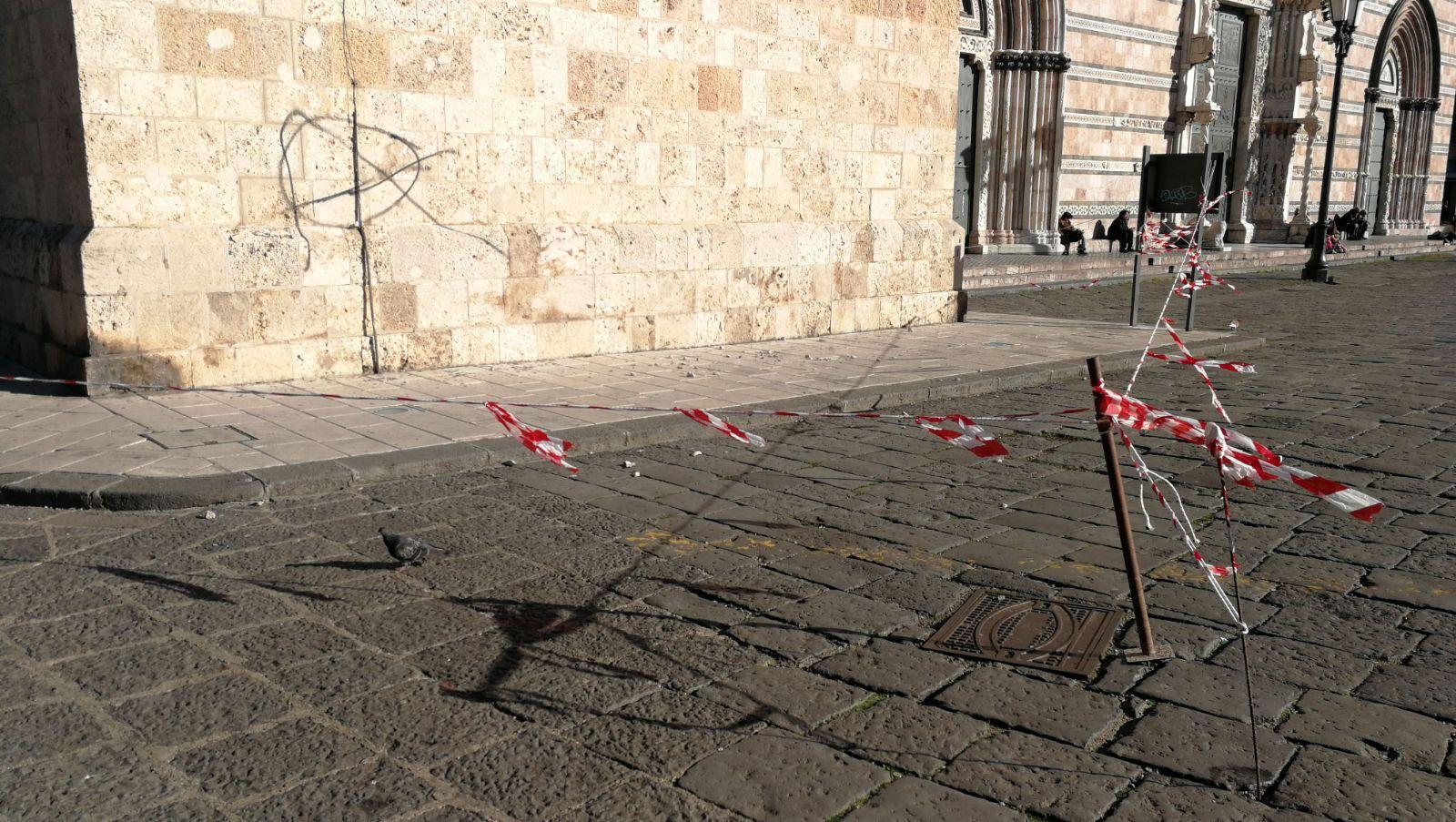 Foto della Caduta calcinacci Duomo Messina