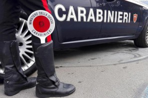 Auto nel torrente. I Carabinieri salvano una 62enne