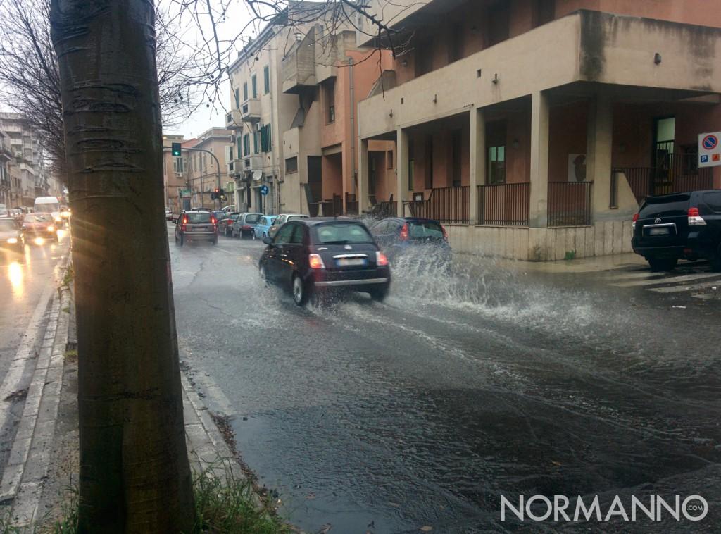 foto pioggia messina - via la farina, strada allagata