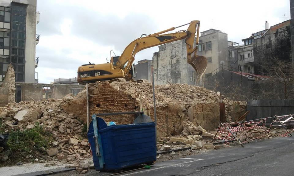 Foto del Palazzo del '700 durante la demolizione