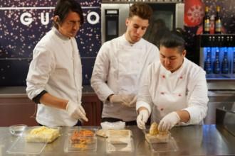 I ragazzi dell'Istituto Antonello di Messina al laboratorio del gusto di piazza Cairoli - Natale - messina