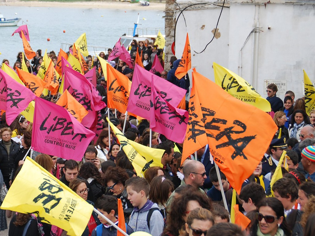 immagine di una manifestazione di libera contro le mafie in sicilia