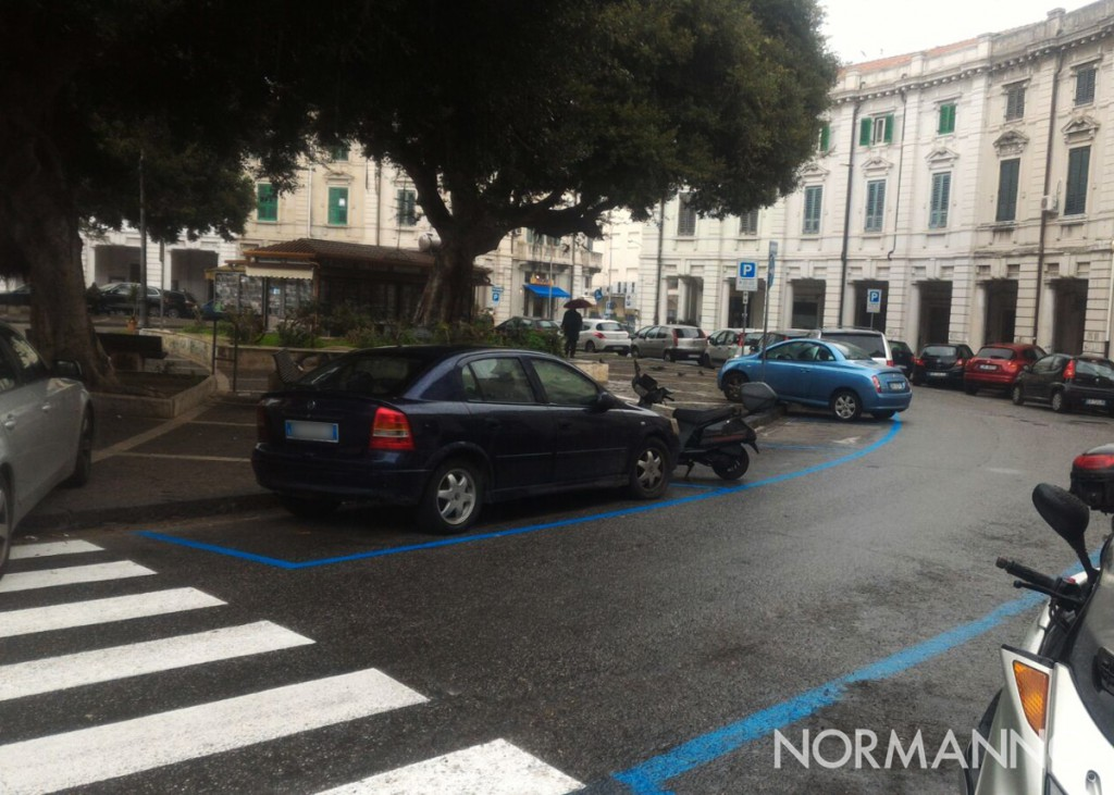 Foto di parcheggi creativi a Piazza del Popolo