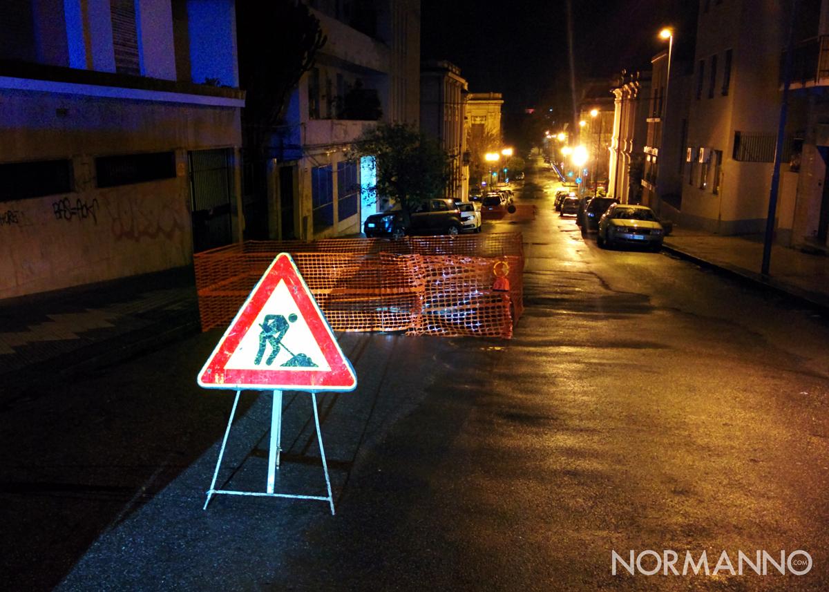 Foto 01 - Voragine in via San Agostino, strada chiusa