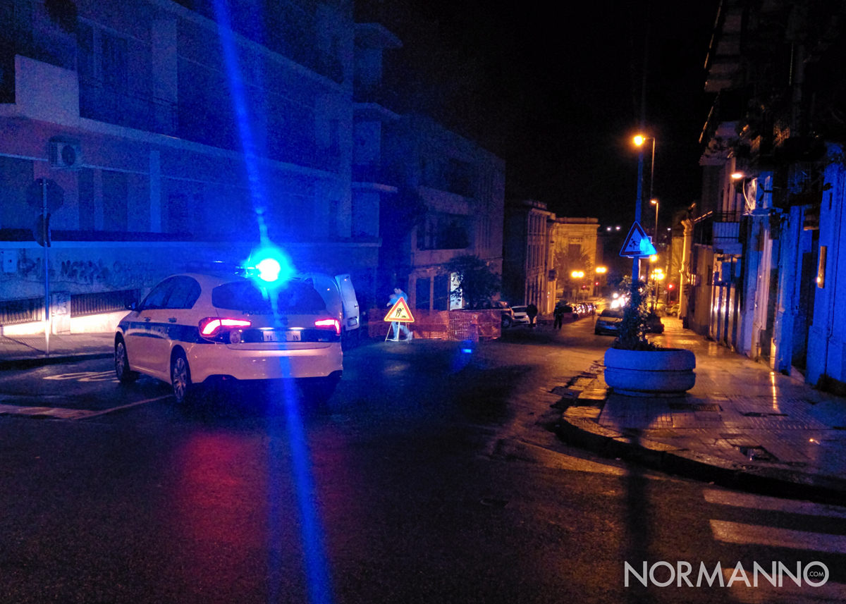 Foto 04 - Volante della Polizia Municipale, controllo buca in via San Agostino