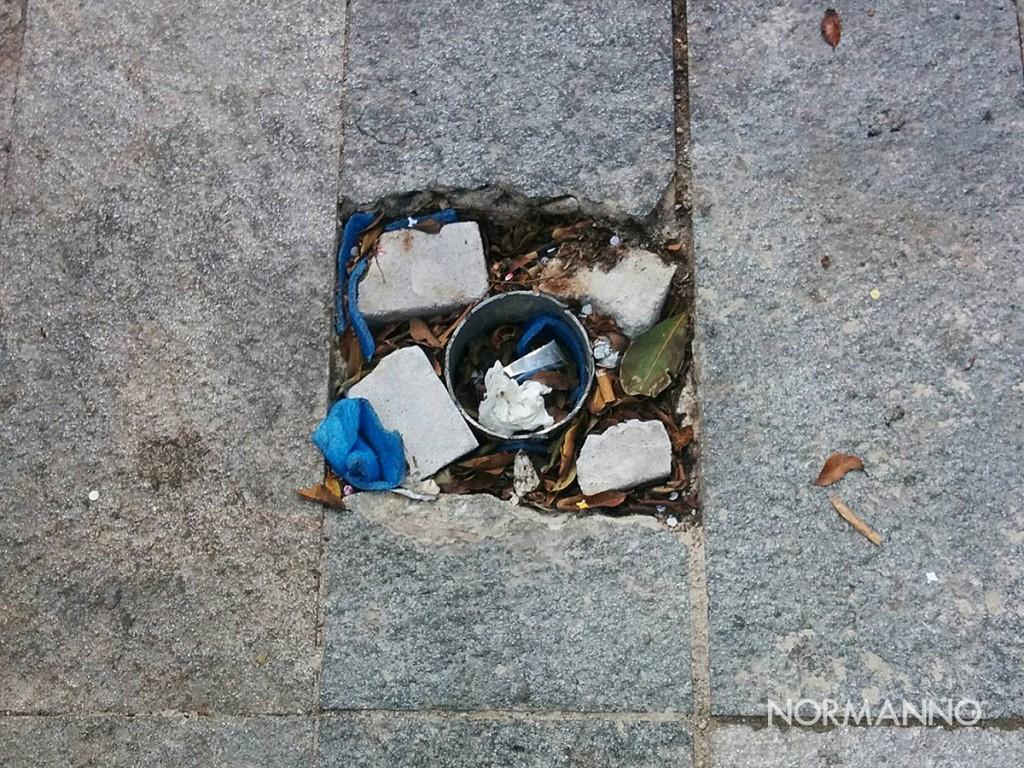 foto dei resti di un palo rimosso a piazza cairoli - messina