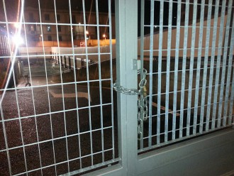 """cancello chiuso parcheggio """"la farina"""""""